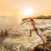 Nhắc đến thác Victoria, không thể không kể đến hồ bơi Devil's Pool, một trong những địa điểm bơi kỳ quái và nguy hiểm nhất trên thế giới.Ảnh:Michael Baynes/Getty Images