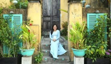 Ở phố cổ, những ngôi nhà với bức tường vàng sậm đặc trưng luôn có sức quyến rũ lạ kỳ với du khách. Ảnh: Minh Châu