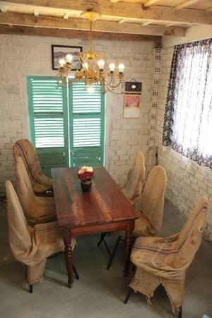 Phòng khách là không gian chung để các bạn có thể ngồi trò chuyện với nhau.