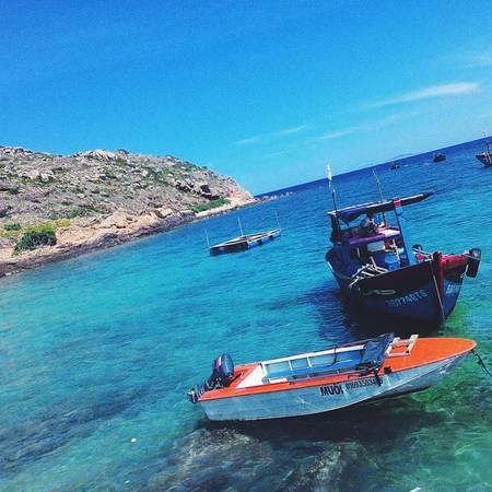 Làn nước trong xanh tự nhiên của biển Hòn Khô. Ảnh:yennisieunhan