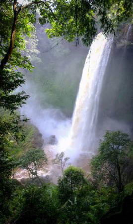 Thác Đắk G'lun vào mùa mưa - Ảnh: Trí Tài
