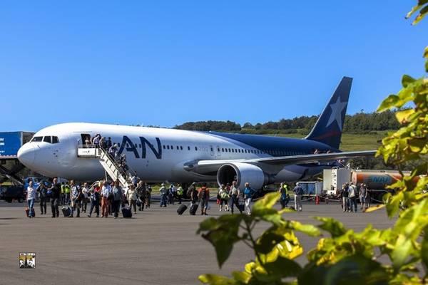 Từ thủ đô Santiago, chúng tôi chọn một hãng hàng không hiếm hoi có đường bay thẳng từ đây tới đảo Phục Sinh.