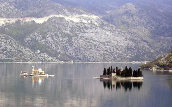 Đảo tu viện St George và đảo Gospa od Skrpjela - Ảnh: wp