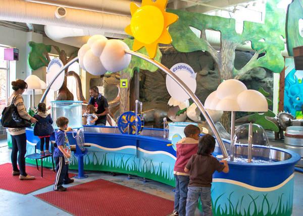 Trẻ em vui chơi ở Discovery children's Museum - Ảnh: squarespace
