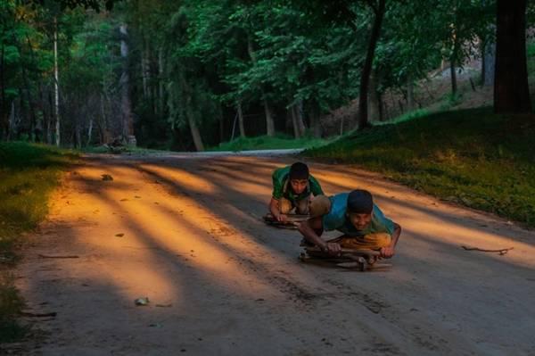 Những chiếc xe tự chế của trẻ em Ấn Độ.