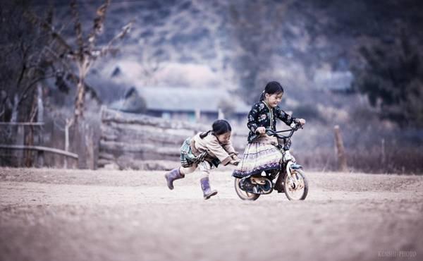 Hai chị em người Việt Nam.
