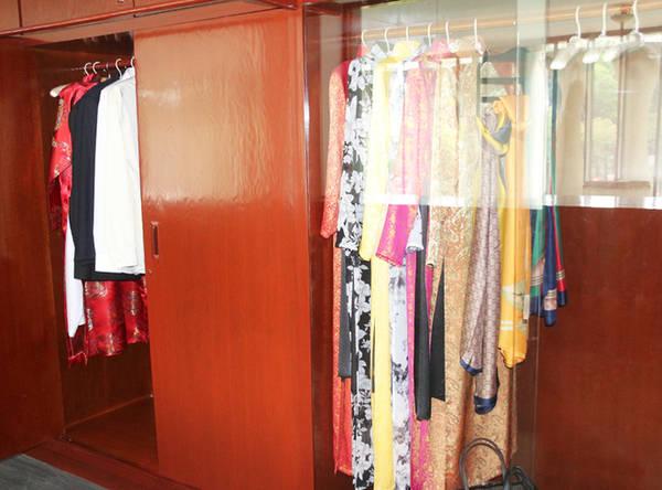 Những bộ áo quần của vợ chồng ông Nguyễn Văn Thiệu.