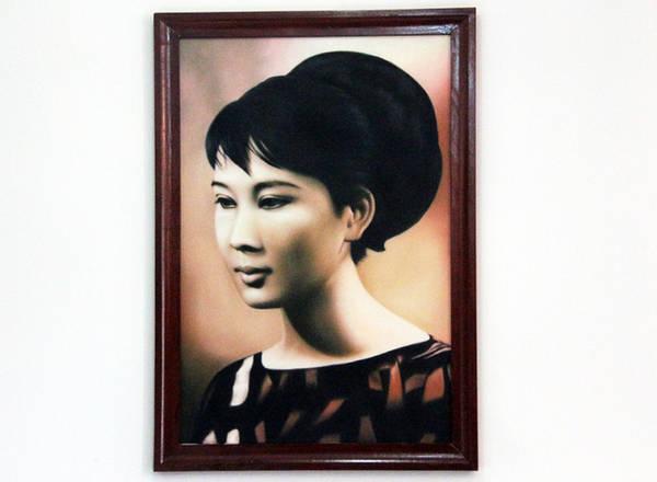 Bà Đặng Tuyết Mai (mẹ MC Nguyễn Cao Kỳ Duyên) quê Hà Nội, vốn là tiếp viên Hàng không. Bà thua ông Kỳ 14 tuổi, hai người cưới nhau vào tháng 11/1964.