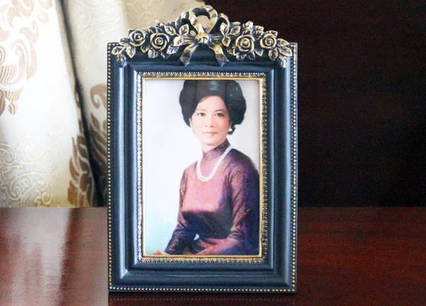 Ảnh bà Nguyễn Thị Mai Anh, vợ ông Nguyễn Văn Thiệu, được đặt sát cạnh giường ngủ.