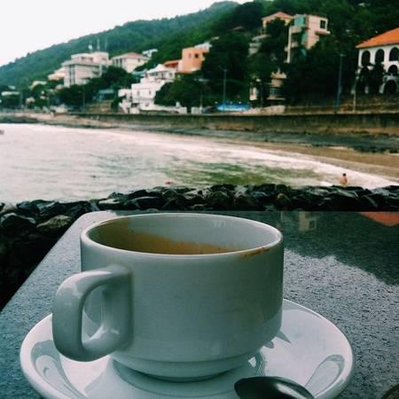 Đặc biệt, nhà hàng và quán cà phê ngay bên bờ biển của Lan Rừng Resort & Spa Vũng Tàu luôn có sức hút khó cưỡng đối với du khách, bởi sẽ không có nhiều quán cà phê ở Vũng Tàu cho bạn cảm giác được gần với biển hơn đến thế.
