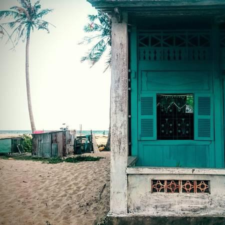 Một ngôi nhà nhỏ của dân chài cạnh bãi biển. Ảnh: will_felise