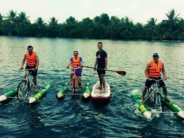 Vì toàn bộ khuôn viên Tre Việt được bao phủ bởi sông nước, nên đây là một địa điểm du lịch cực kỳ lý thú với các bạn đam mê những trò chơi dưới nước. Ảnh: partyinsaigon