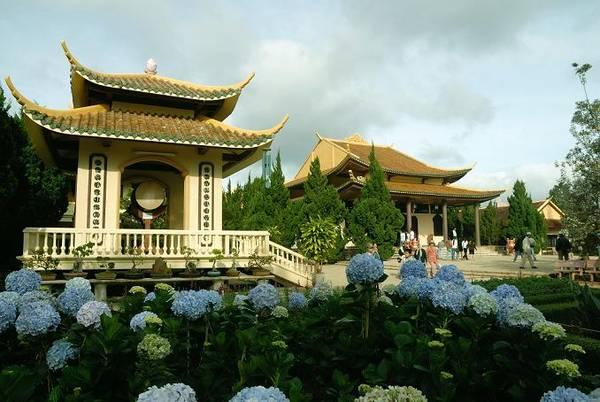 Thiền viện Trúc Lâm. Ảnh: toptravel