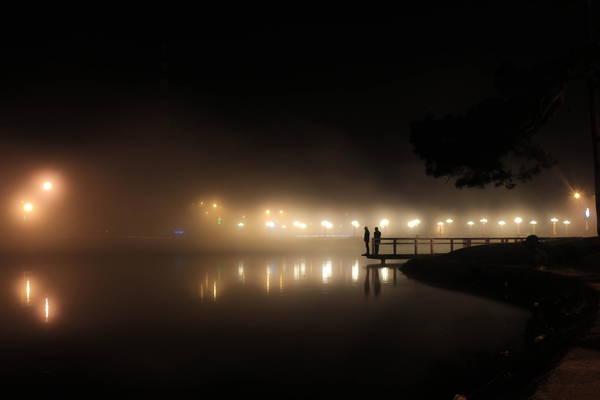 Hồ Xuân Hương lung linh huyền ảo về đêm. Ảnh: Thai Nguyen
