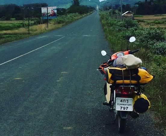 Thuê một chiếc xe máy và khám phá các khu vực xung quanh Luang Prabang là một trải nghiệm rất thú vị. Ảnh:noorider