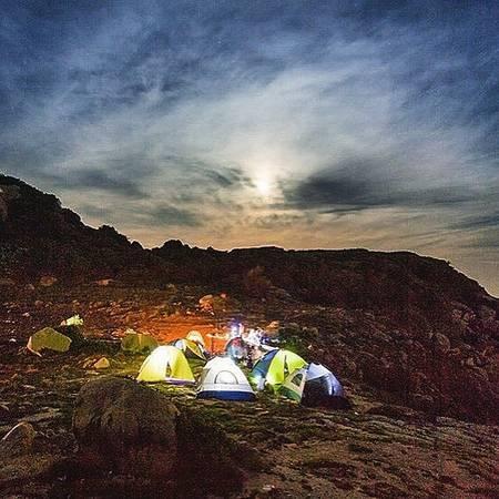 Cắm trại đêm ở Mũi Đôi. Ảnh: vohoaithien/instagram