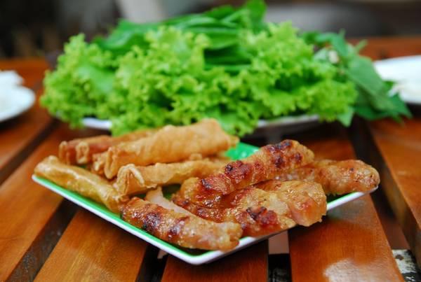 Nem nướng là món ăn đặc sắc du khách nên thử khi đến Nha Trang. Ảnh:duybox