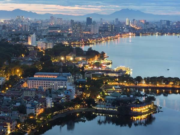Hà Nội, Việt Nam: Nên đặt phòng trước chuyến đi khoảng 3 tháng, bạn sẽ tiết kiệm được 16% tiền phòng khách sạn. Ảnh: Shutterstock / Hanoi Photography