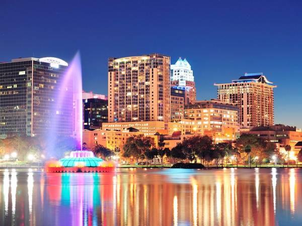 Orlando, Florida: Nên đặt phòng trước chuyến đi khoảng từ 1 - 4 tháng, bạn sẽ tiết kiệm được 10% tiền phòng khách sạn. Ảnh: Shutterstock / Songquan Deng