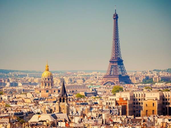 Paris, Pháp: Nên đặt phòng trước chuyến đi khoảng 4 tháng, bạn sẽ tiết kiệm được 32% tiền phòng khách sạn. Ảnh: Shutterstock / S.Borisov