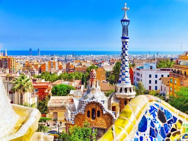 Barcelona, Tây Ban Nha: Nên đặt phòng trước chuyến đi khoảng từ 3 - 6 tháng, bạn sẽ tiết kiệm được 27% tiền phòng khách sạn. Ảnh: Shutterstock / Brian Kinney