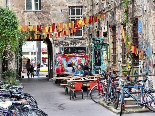 Berlin, Đức: Nên đặt phòng trước chuyến đi khoảng từ 2 - 5 tháng, bạn sẽ tiết kiệm được 33% tiền phòng khách sạn. Ảnh: Shutterstock