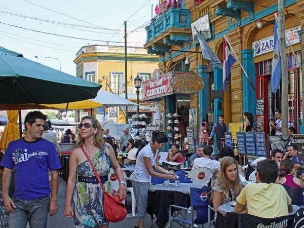 Buenos Aires, Argentina: Nên đặt phòng trước chuyến đi khoảng từ 1 - 4 tháng, bạn sẽ tiết kiệm được 19% tiền phòng khách sạn. Ảnh: De Visu / Shutterstock.com