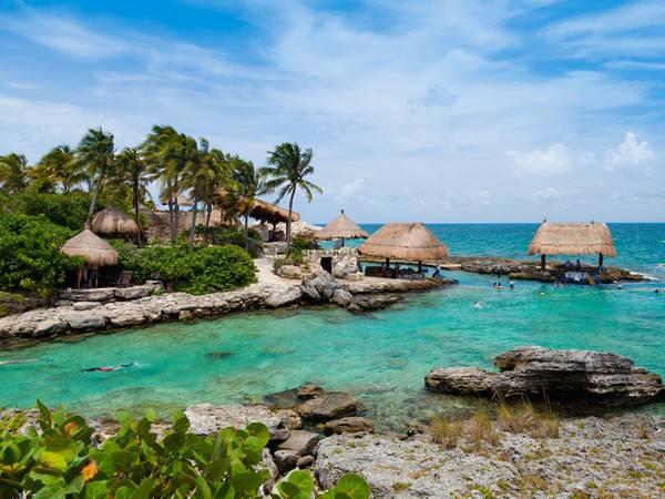 Cancun, Mexico: Nên đặt phòng trước chuyến đi khoảng từ 2 - 4 tháng, bạn sẽ tiết kiệm được 16% tiền phòng khách sạn. Ảnh: Shutterstock / Victor Torres