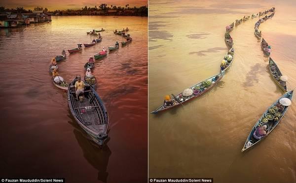 Những người mua, bán lẻ và bán buôn đến chợ bằng thuyền. Họ tạo thành một chuỗi dài để thuyền máy kéo đi.