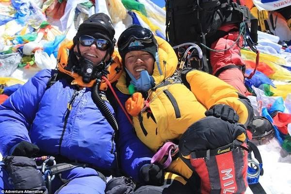 """""""Vì thế, nếu khách hàng muốn tham gia chuyến đi lên Everest, tôi sẽ yêu cầu họ phải vượt qua đỉnh núi cao 7.000 m, rồi sau đó là 8.000 m để có sự khởi đầu tốt nhất"""", Gavin bổ sung."""