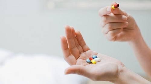 Thuốc thông mũi có hiệu quả đối với rất nhiều người bị ù và đau tai khi đi máy bay. Ảnh: Abcnews