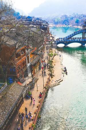 Bên trong thành cổ không cho xe máy và ô tô vào. Ảnh: Nguyễn Trường Sơn