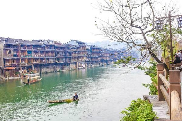 Trung Quốc có rất nhiều thắng cảnh đẹp làm níu chân du khách.Ảnh: Nguyễn Trường Sơn