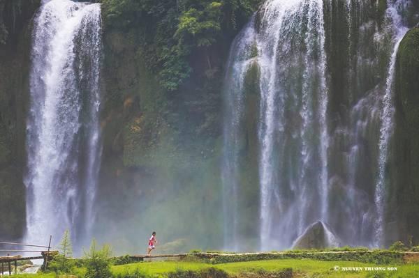 Hình chụp thác từ phía Trung Quốc, nhìn về Việt Nam. Ảnh: Nguyễn Trường Sơn