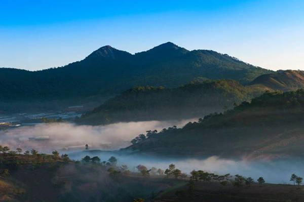 Bình minh tuyệt đẹp ở Lang Biang. Ảnh: Josephine Hương Giang