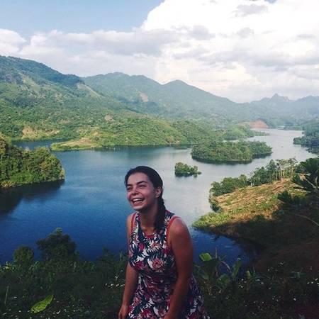 """Thung Nai (Hòa Bình): Nằm cách Hà Nội hơn 100 km thuộc huyện Cao Phong, Hòa Bình, Thung Nai được ví với """"vịnh Hạ Long trên cạn"""". Nơi đây có phong cảnh đẹp và hữu tình nhất lòng hồ sông Đà, là sự kết hợp hoàn hảo của sông và núi. Tới đây bạn hoàn toàn tách khỏi cuộc sống bận bịu, hối hả, tận hưởng những giờ phút thư giãn, ngắm phong cảnh thiên nhiên trữ tình. Đặc biệt những ngày nắng nóng, du khách sẽ được tận hưởng không khí trong lành, hương rừng, gió núi và làn nước mát lạnh. Ảnh:tanipetrush/instagram"""