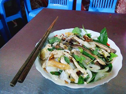 Bánh ướt lòng gà hấp dẫn nhiều du khách khi đến thăm Đà Lạt bởi vị lạ miệng. Ảnh: Phong Vinh