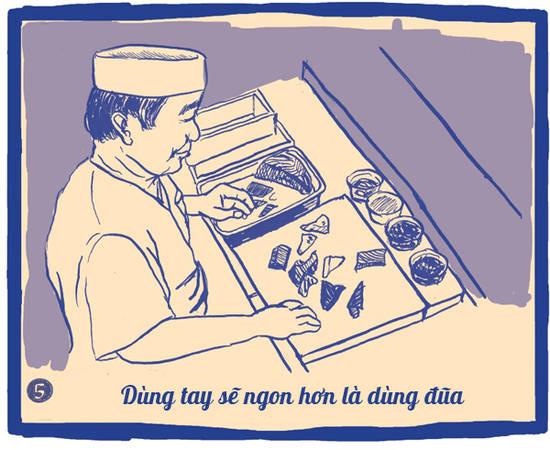 """Sushi là thứ đồ ăn rất mỏng manh, dùng đũa sẽ khiến chúng bị bóp méo, rơi vãi. Ăn sushi không chỉ là nhai và ngửi mà còn là ngắm nhìn hình thù xinh đẹp của nó, vì thế, bạn nên dùng tay để nâng niu và cảm nhận nó trọn vẹn. Mặt khác, ăn bằng tay sẽ giúp anh đưa vào miệng nhanh hơn, gọn gàng hơn""""."""