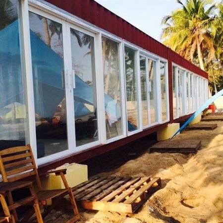 Ngoài ra, tại đây còn có phòng container cực xinh có giá 300.000 đồng/ phòng.Ảnh: FBLU Glamping - Beach Bar & Camp