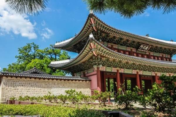 Cung điện Changdeok-gung thu hút du khách kể từ khi được công nhận là Di sản thế giới.