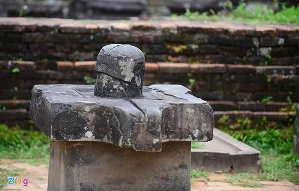 Hiện, các công trình tại đây hầu hết đều không còn nguyên vẹn. Nhưng thế hậu sau vẫn có thể phần nào hình dung thời hoàng kim của các triều đại Chăm Pa xưa. Ảnh: Lê Hiếu.