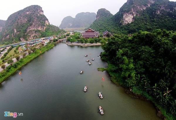 Tràng An (Ninh Bình) là di sản văn hóa thế giới hỗn hợp đầu tiên của Việt Nam được UNESCO công nhận vào năm 2014. Ảnh: Mạnh Thắng.