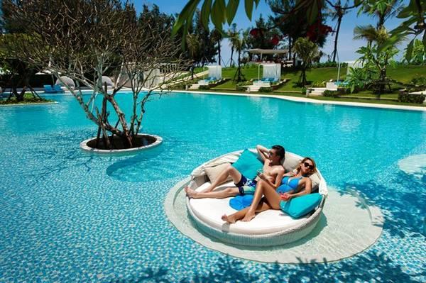 Hồ bơi xinh đẹp đốn tim du khách củaAlma Oasis Long Hải Resort.