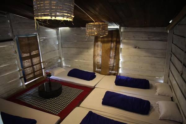 Nếu thích không gian ấm áp thì bạn có thể chọn phòng dorm trên gác mái có thể ở đến 5 người.