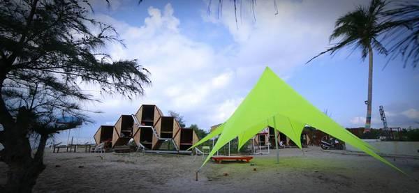 """Mùa hè đãđến, với những ai có niềm đam mê du lịch và muốn đi biển đổi gió thì đừng quên một địa điểm """"mới toe"""", cực chất vừa được phát hiện tại LU Glamping ở Mũi Kê Gà - Bình Thuận. Ảnh: FBLU Glamping - Beach Bar & Camp"""