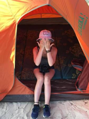 """Với những ai hào hứng với việc cắm trại ngoài trời để tiết kiệm chi phí cũng rất tuyệt, chỉ với 75.000 đồng là có ngay một """"túp lều lý tưởng"""" để tận hưởng không khí biển.Ảnh: FB Vũ Thanh Phương"""