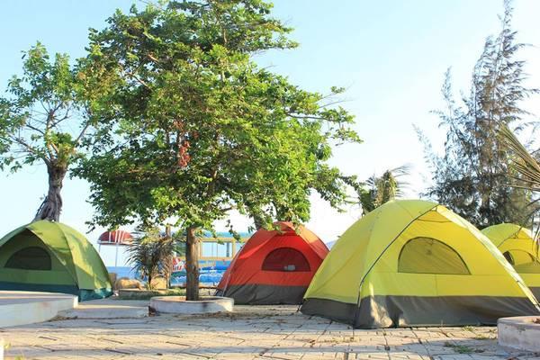 Cách Phan Thiết khoảng 33km về phía Lagi, Lu Glamping là một khu cắm trại, nghỉ dưỡng nằm tại biểnKê Gà, huyện Hàm Thuận Nam, tỉnh Bình Thuận. Vì còn đang trong quá trình xây dựng nên giá cả khá là mềm và các dịch vụ chưa được hoàn thiện. Ảnh: FB Vũ Thanh Phương