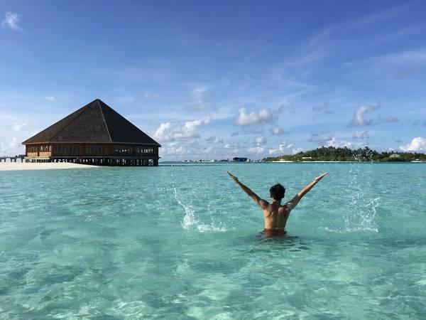 """Màu nước xanh trong vắt """"thương hiệu"""" của Maldives. Ảnh: Linh Mạc"""