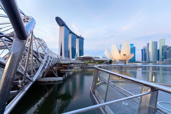 Trong buổi sáng ngay khi đến Singapore, bạn có thể tranh thủ khám phá các thắng cảnh bênbờ vịnh Marina trước khi check-in khách sạn. Ảnh: rolandnagyphotography.com