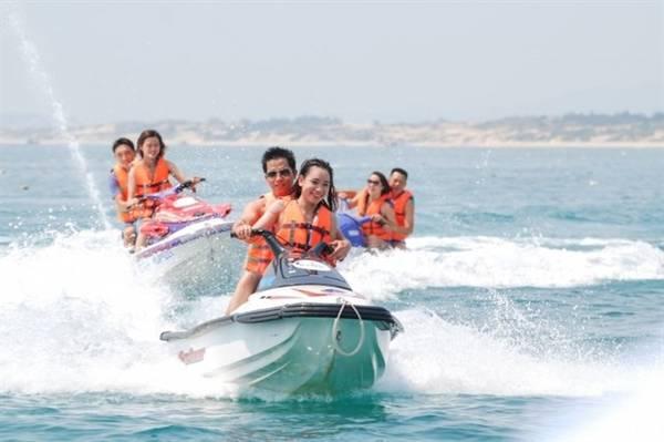 Với sự mạnh dạn đầu tư những loại hình trò chơi mới lạ như lái mô tô dưới đáy biển (motor driving), công viên phao nổi... Sealife đã trờ thành điểm đến quen thuộc của nhiều bạn trẻ yêu thích các trò chơi cảm giác mạnh trên biển.